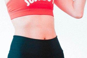 きれいな腹筋のイメージ写真