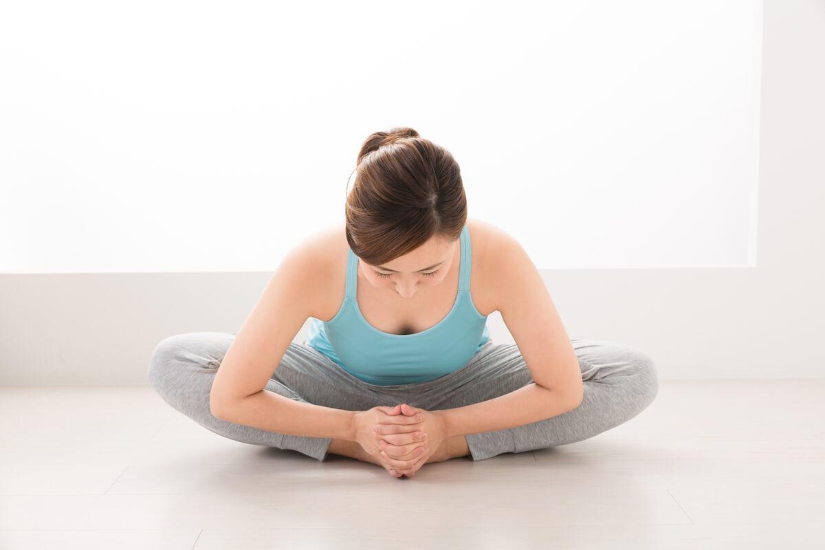 股関節のストレッチの基本姿勢を説明する画像