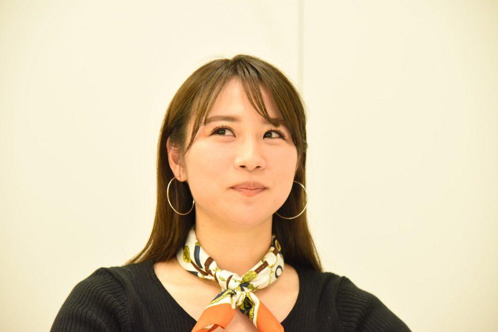 田村友絵さんとのインタビュー中の写真