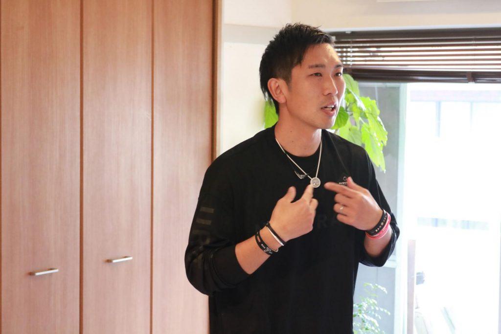 椎名優さんが説明する様子の写真