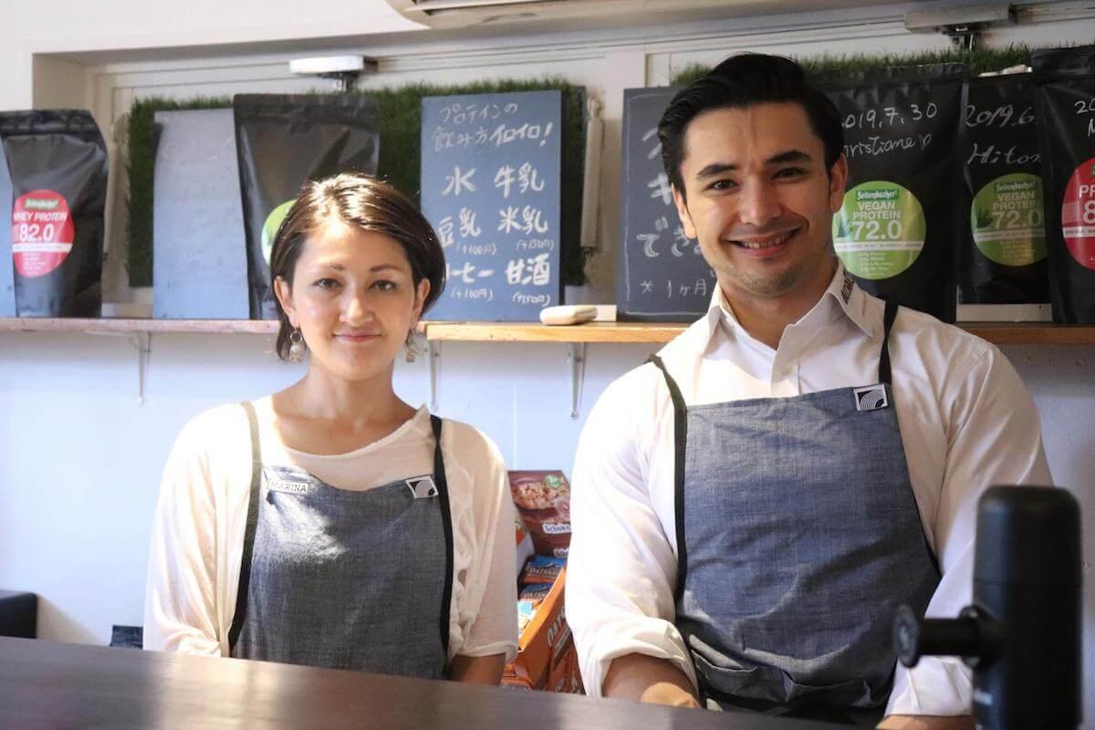 佐藤マリナさんと中村マリオさんの写真