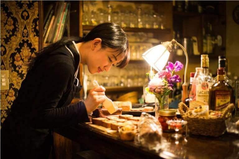 「夢見菓子」を手がける山本蓮理さんの写真