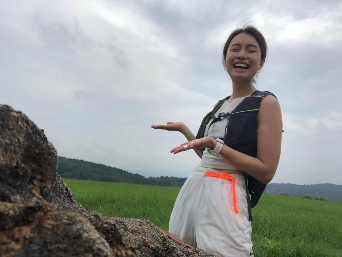 吉田麻衣子さんのコーディネートを紹介する写真