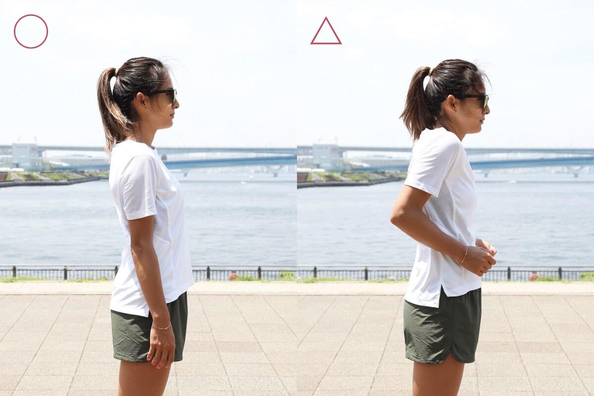 佐野千晃さんが肩が上がっている状態を説明する写真