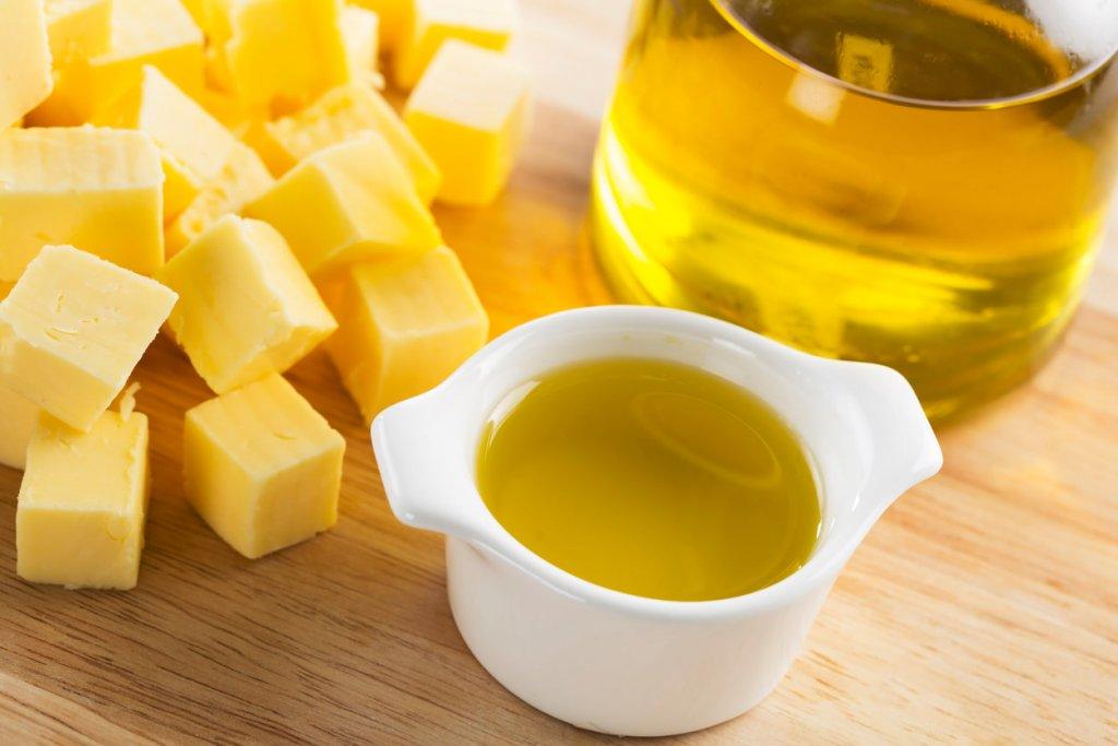 バターやオリーブオイルの写真