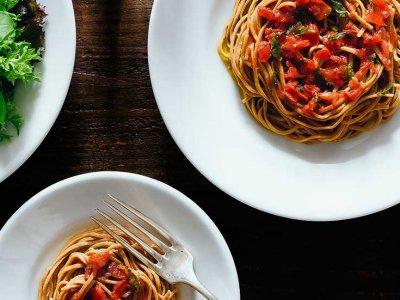 健康美を底上げ!「完全栄養食」で、麺もパンも我慢しないダイエット?