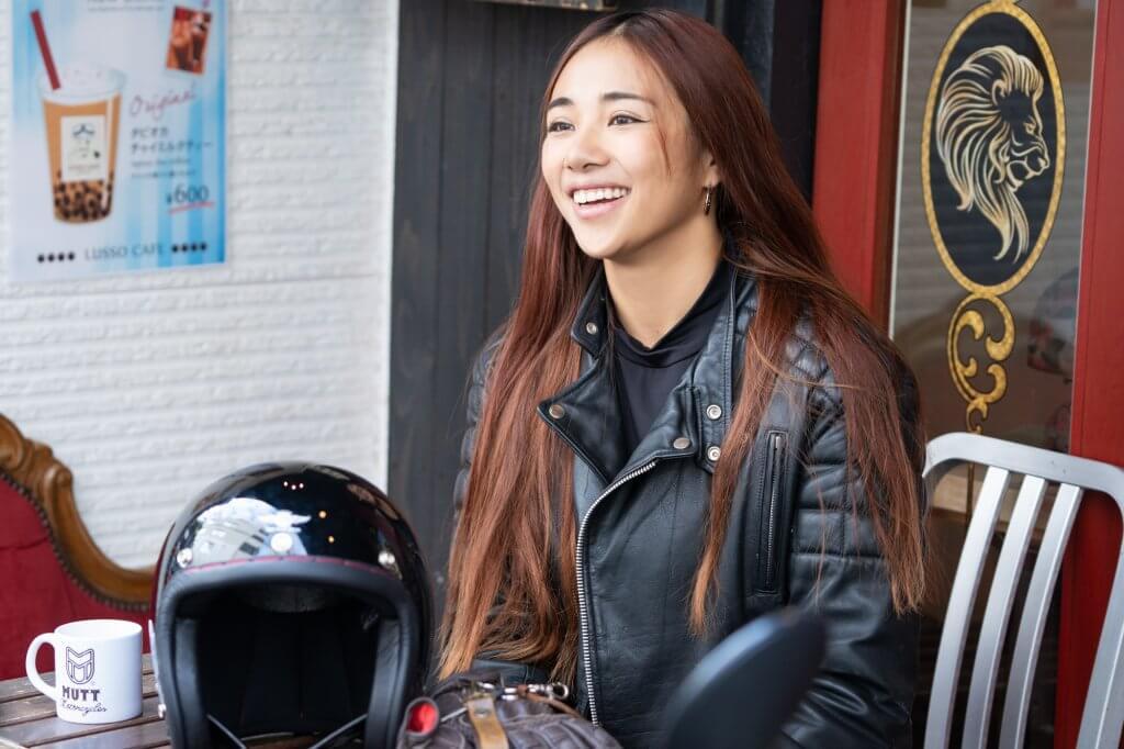 Lussoカフェで笑顔で話すGaru chan