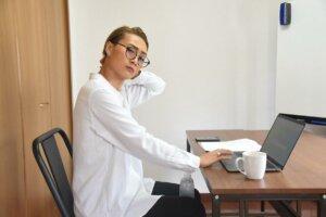YUIさんが「ながらトレーニング」をしている様子の写真